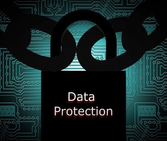 riesgos-facilitar-datos-tarjeta-telefono